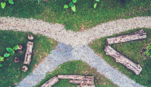 【岐路に立つ】at a crossroads は s を忘れずにつけよう