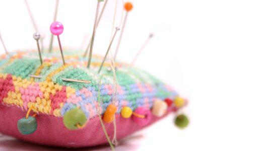 「冷や冷やして」って英語で何ていう?on pins and needlesの意味